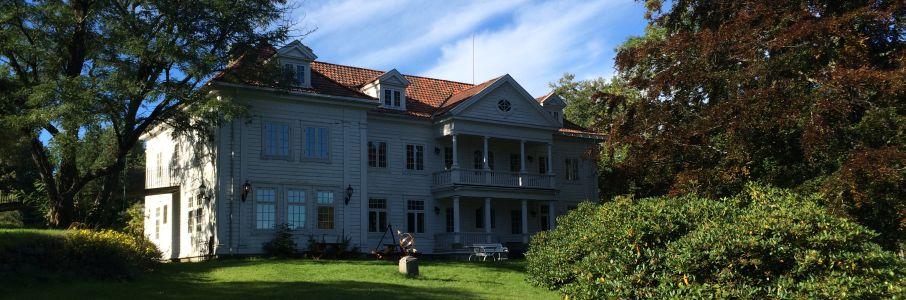 Ærverdige, gamle Kalvild Gård skal ikke utvides, men kan hende det er er plass til et nytt lokale på tomten.